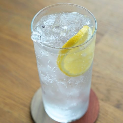 A simple but delicious way to enjoy Nankai Shochu. Just add soda water and lemon.